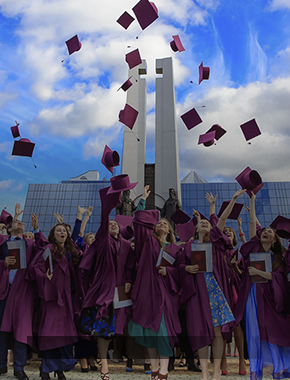 Красные дипломы СурГУ: церемония, ставшая традицией